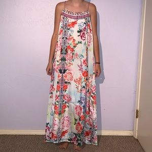 Dresses & Skirts - Beautiful Silky Floral Maxi Dress
